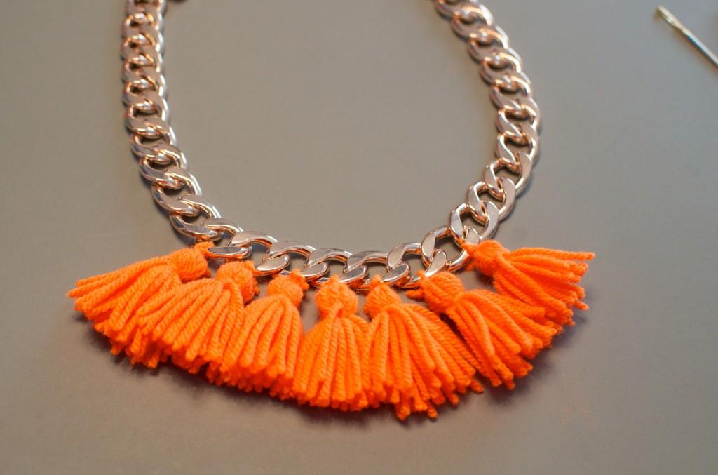 collier pompon (10)