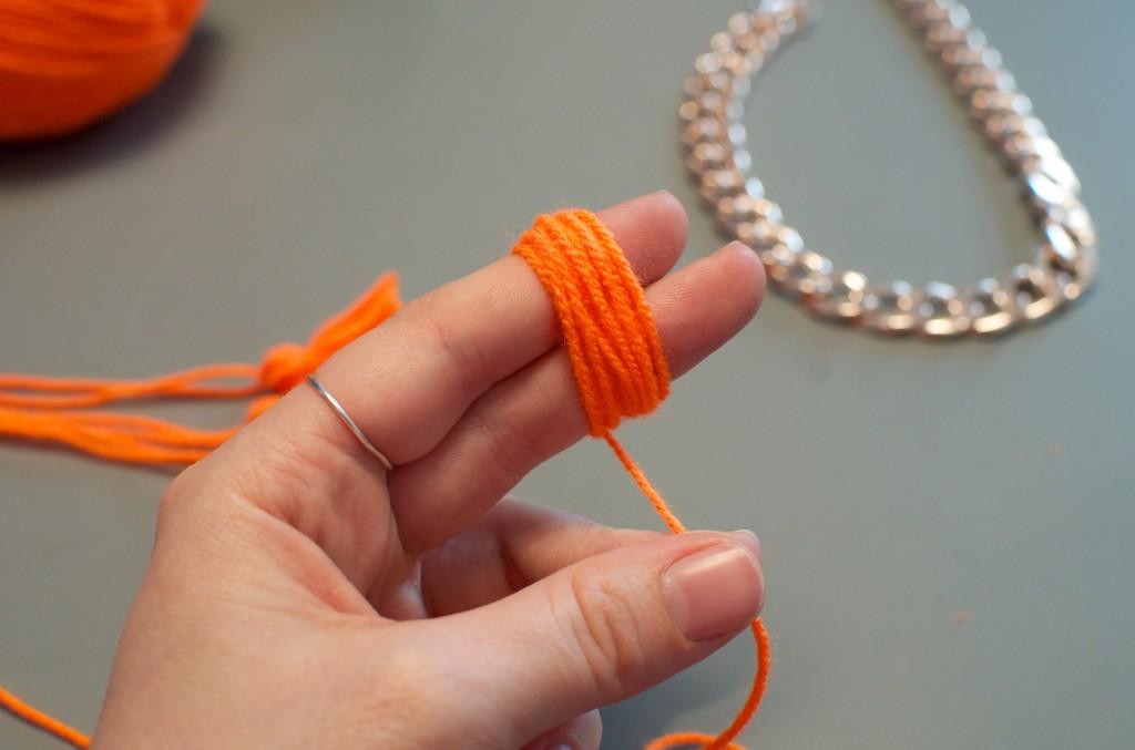 collier pompon (2)