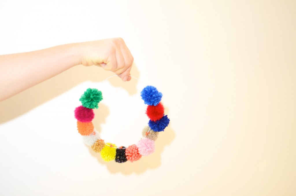 collier pompons concours