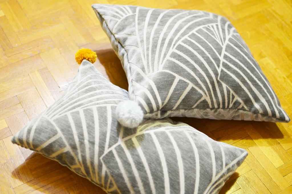 De nouveaux coussins sur mon canapé (11)