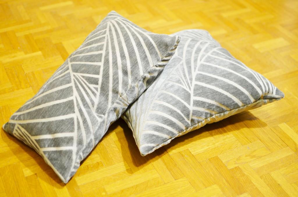 De nouveaux coussins sur mon canapé (6)