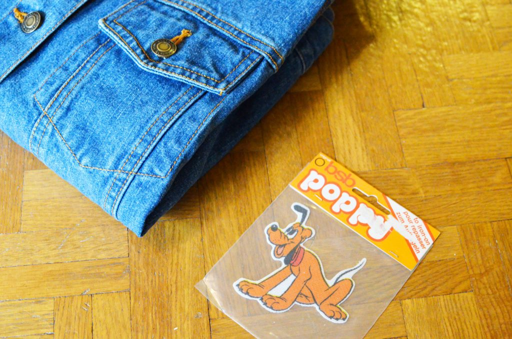 une veste en jean et pluto (1)