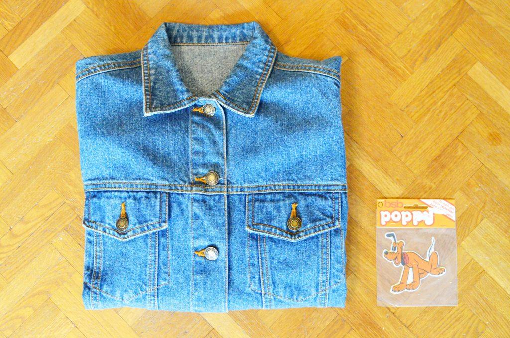 une veste en jean et pluto